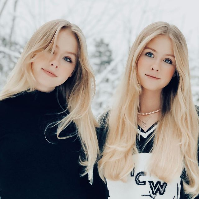 Elle-Cryssanthander-with-her-twin-sister-image-bio