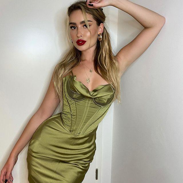 Elena-Kamperi-bio