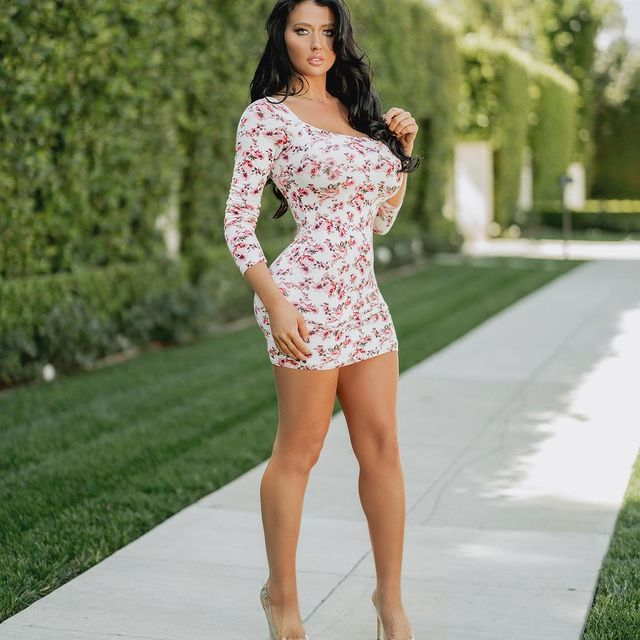Becky-Hudson-height-and-weight