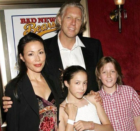Brian-Ross-with-his-wife-and-children-image