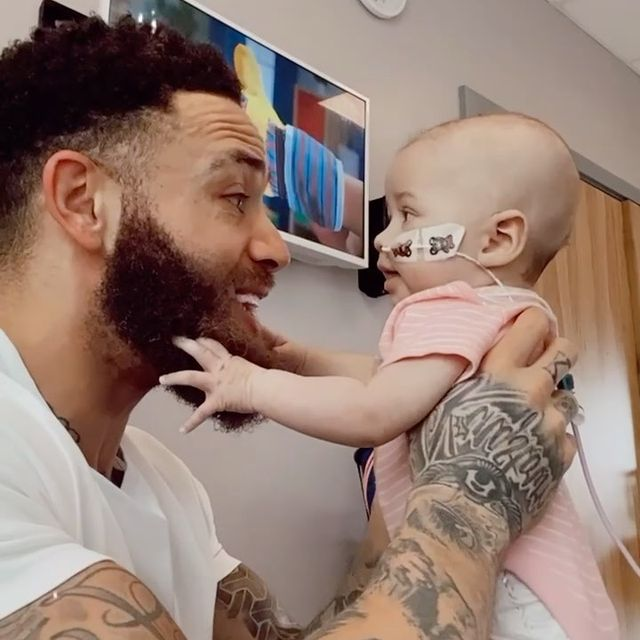 Ashley-Cain-with-his-daughter
