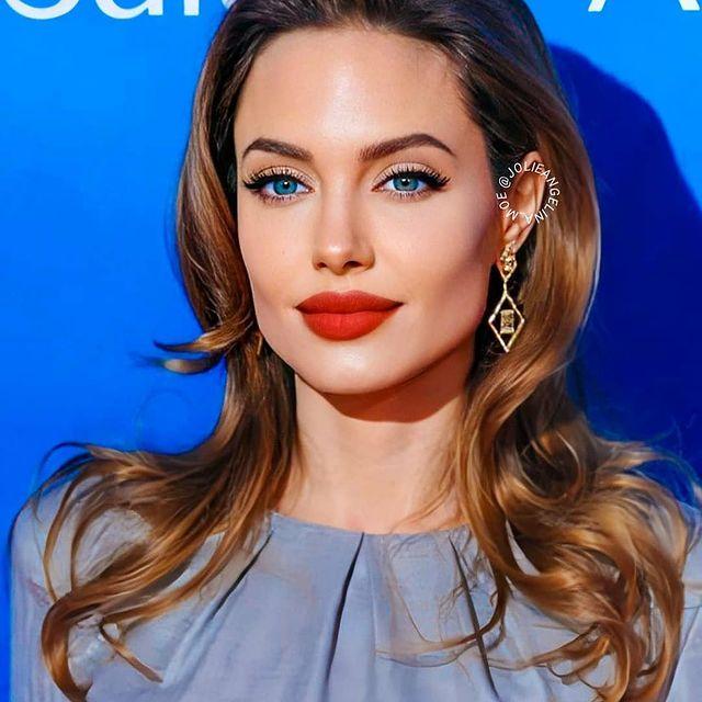Angelina-Jolie-bio
