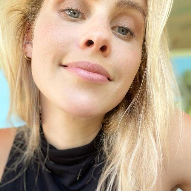Claire-Holt-bio