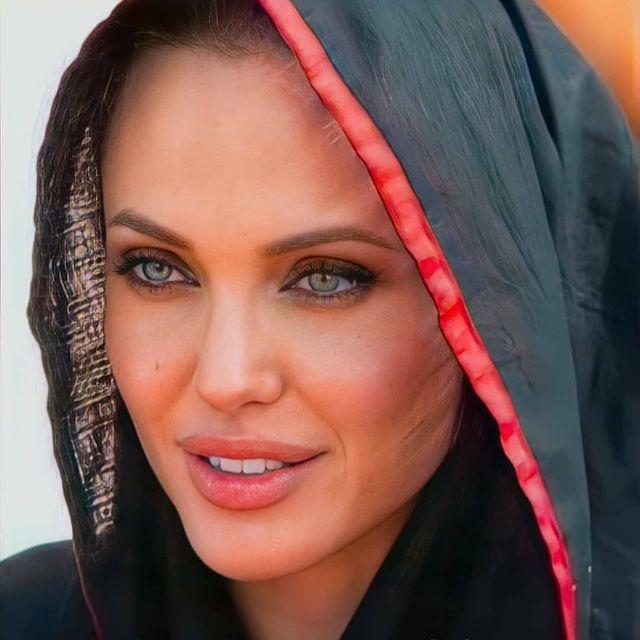 Angelina-Jolie-facts