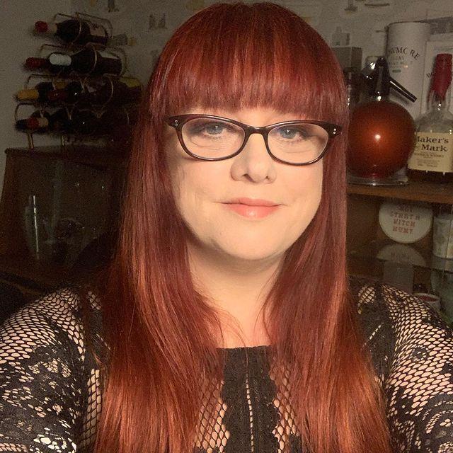 Angela-Barnes-bio