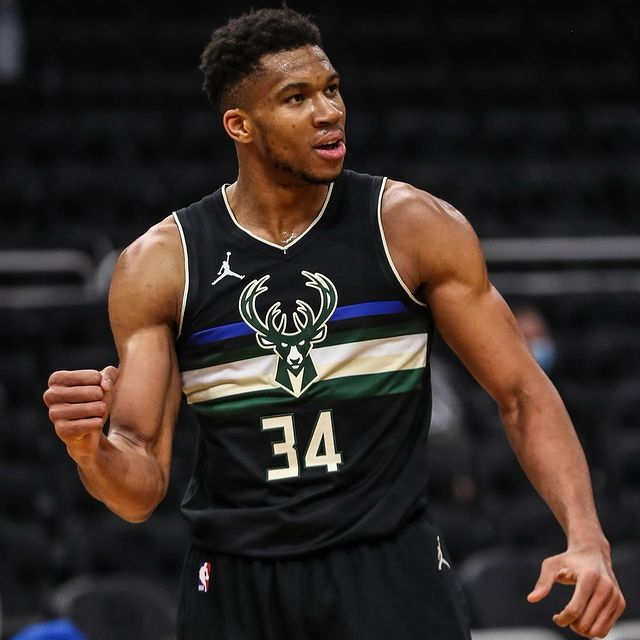 Giannis Antetokounmpo Basketball Player Wiki Bio Age Height Weight Dating Net Worth Facts Starsgab