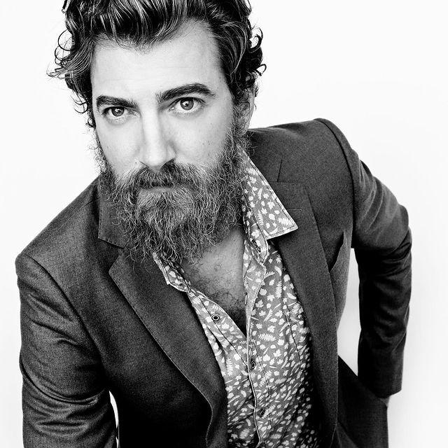 Rhett-McLaughlin-bio