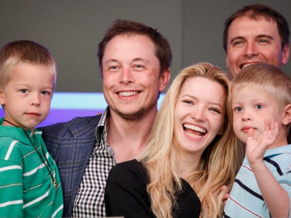 Griffin-Musk-with-his-mother-and-father-Image