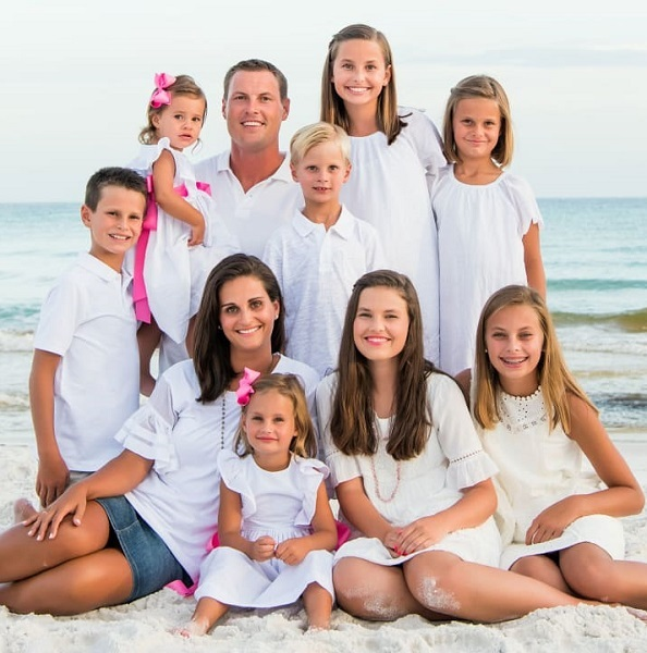 Halle-Rivers-with-her-family-image