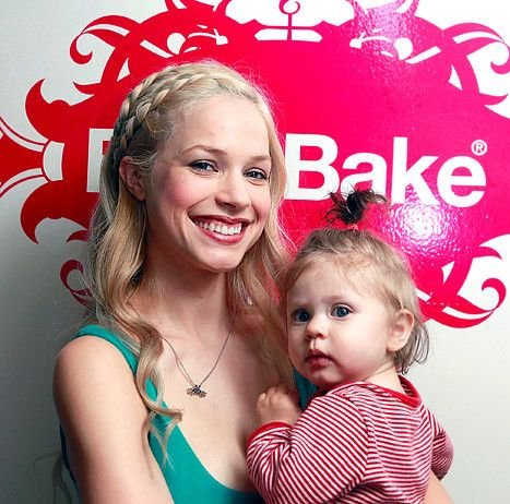 Kai-Knapp-with-her-mother-image