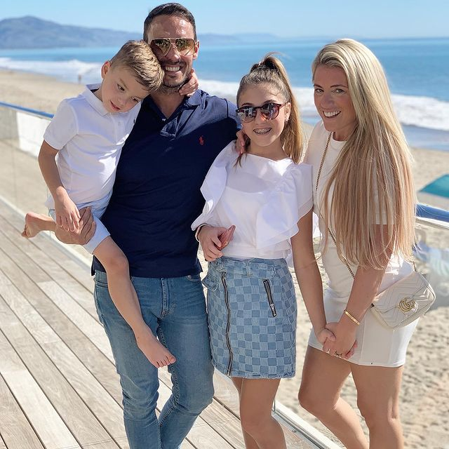 Danielle-McClelland-with-her-family