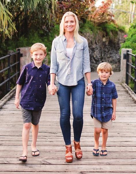 Jennifer-Spithill-with-her-children-image