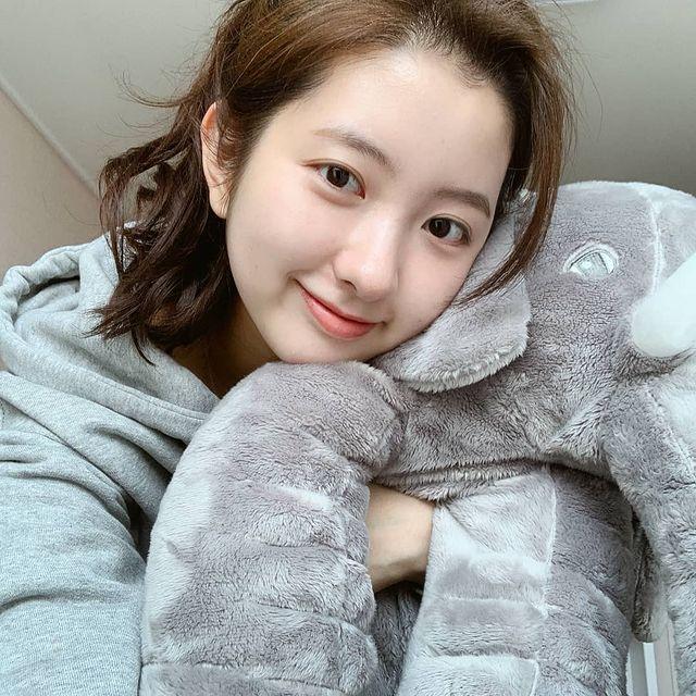 Kim-Min-ji-bio