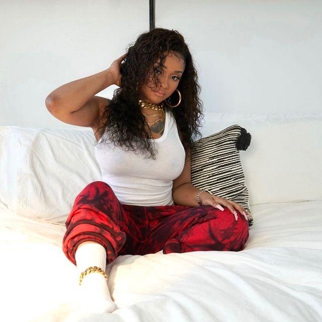 Stunna-Girl-bio
