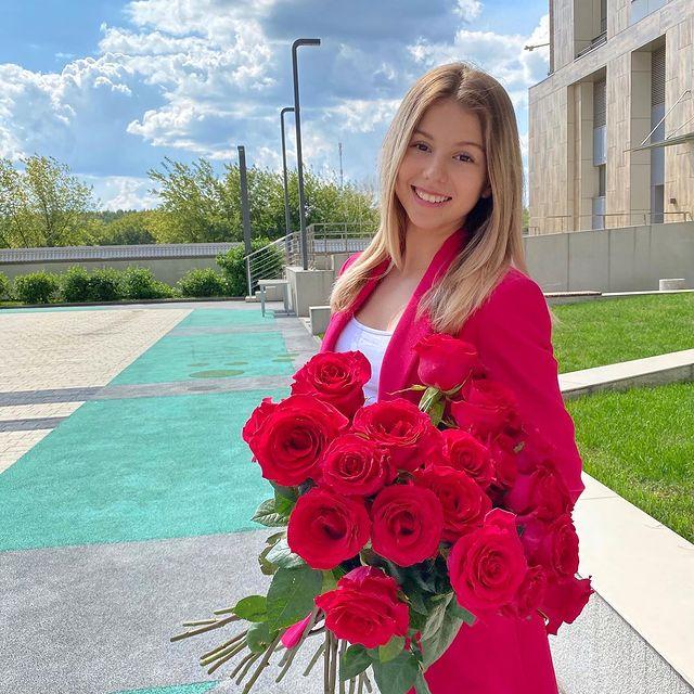 Mari-Kruchkova-height