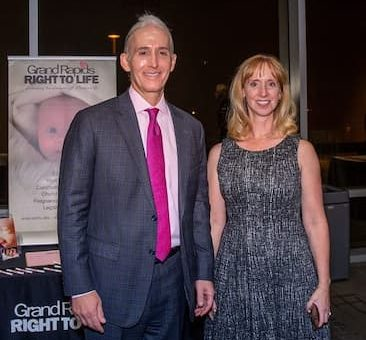 Terri-Gowdy-with-her-husband-image