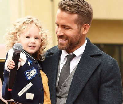 actor-ryan-reynolds-poses-for-a-photo-with-his-daughter-news-photo